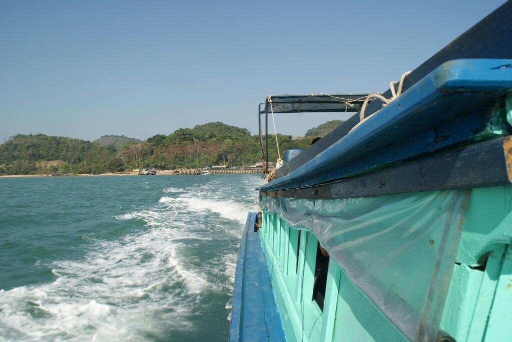 Longtail mit Küste